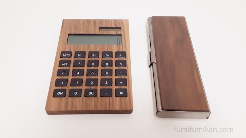 Hacoa電卓を同じ色の筆箱と比較