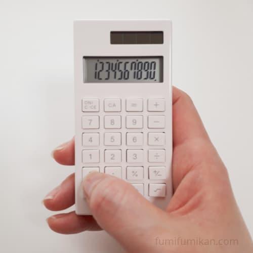 無印 小さい電卓を片手で操作