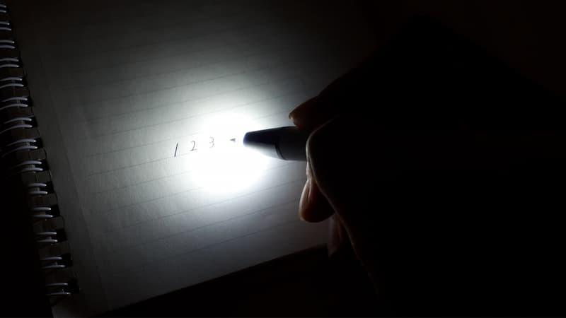 真っ暗なところで使ったライトライト