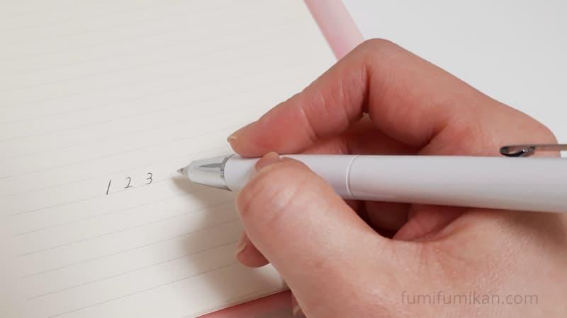 ライトを付けないときは普通にボールペンとして使える